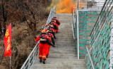 本溪市公安消防、森林消防、公墓消防自救队举行联合灭火救援演练2.jpg