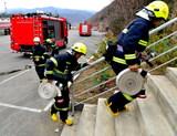 本溪市公安消防、森林消防、公墓消防自救队举行联合灭火救援演练4.jpg
